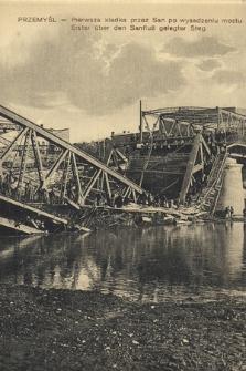 Przemyśl, pierwsza kładka przez San po wysadzeniu mostu = Erste über den Sanfluß gelegter Steg