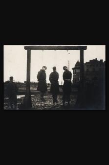 [Trzech mężczyzn podejrzanych o szpiegostwo, powieszonych wyrokiem wojskowego sądu austriackiego]