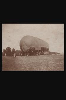 [Odprowadzenie napełnionego sterowca w lipcu 1915 r. w Chorobrowie]